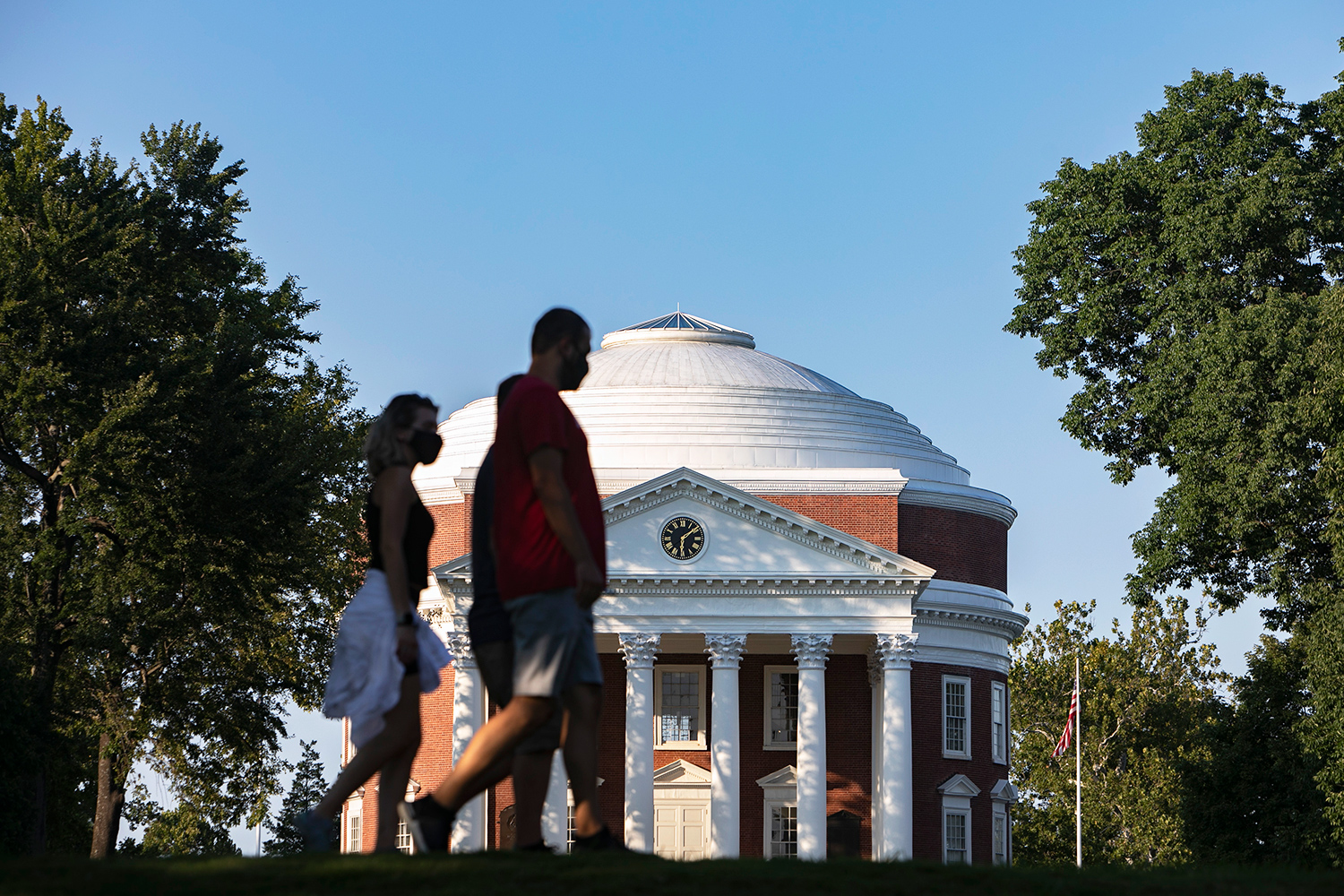 UVA disenrolling students for not getting vaccine