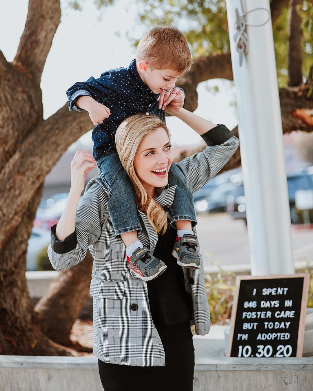 Jen Lilley adopts son Jeffrey