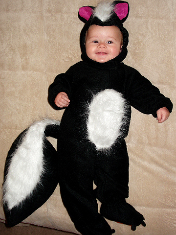 skunk Halloween costume
