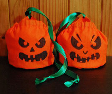 Jack-o-lantern bags with green ribbon