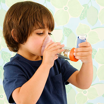 Young kid using an inhaler