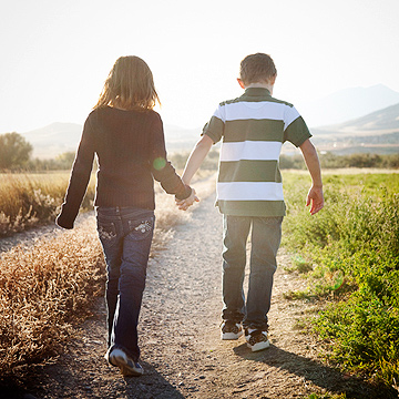 boy and girl holding hands-1296754637745.xml