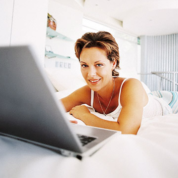 woman on computer	-1183145381071.xml