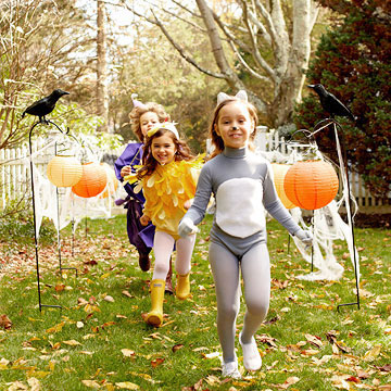 Halloween Decor: Paper Lantern Pumpkins