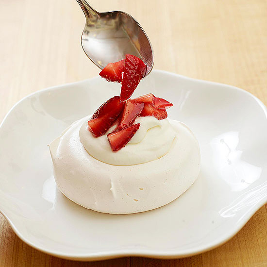 assemble the strawberry meringue