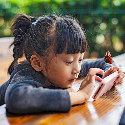 Kids Turn To Screens To Cope With >> Managing Your Child S Screen Time Parents