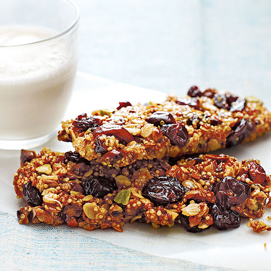 Breakfast Bar with Quinoa, Oats, Nuts and Fruit