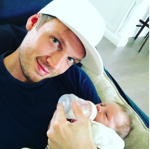 nick carter feeding son odin reign