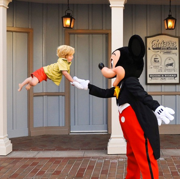 wil can fly with mickey mouse