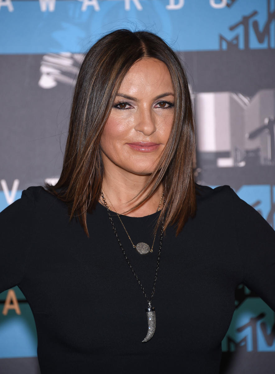 Mariska-Hargitay-black-top.jpg