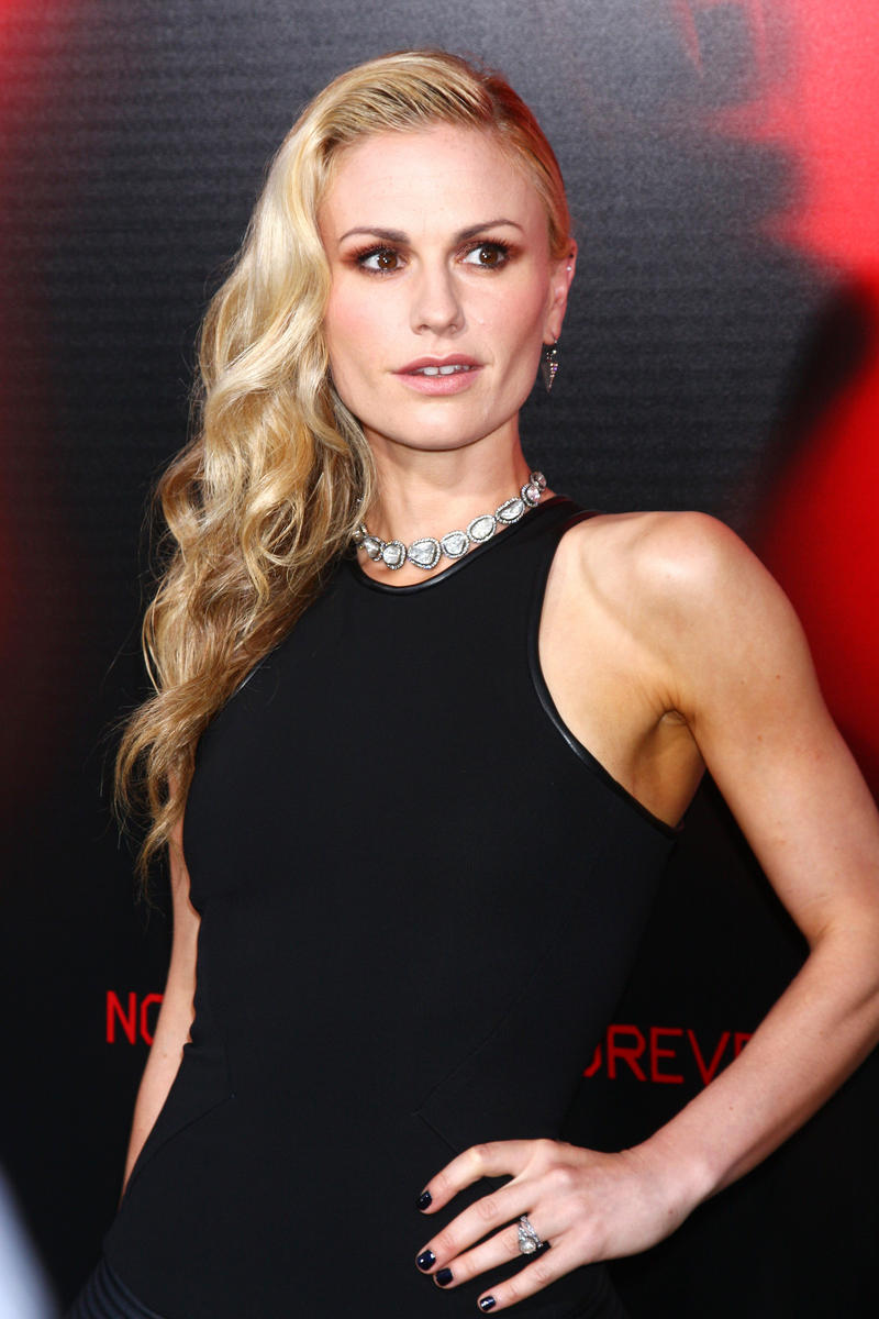 Anna-Paquin-black-dress.jpg