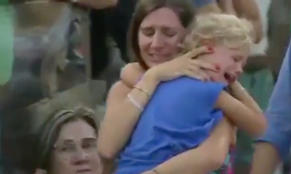 mom finds daughter at tennis match