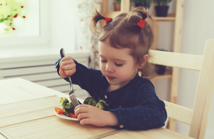 toddler eating vegetables