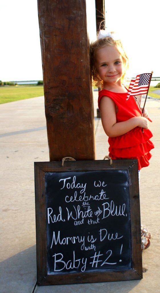 Allix Rawls fourth of july pregnancy announcement