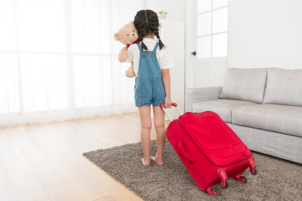 child packing to run away