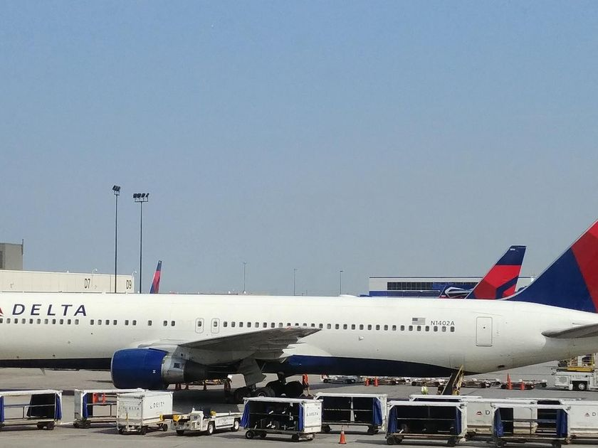 Woman Kicked Off Plane for Allegedly Screaming at a Mom & Baby_still