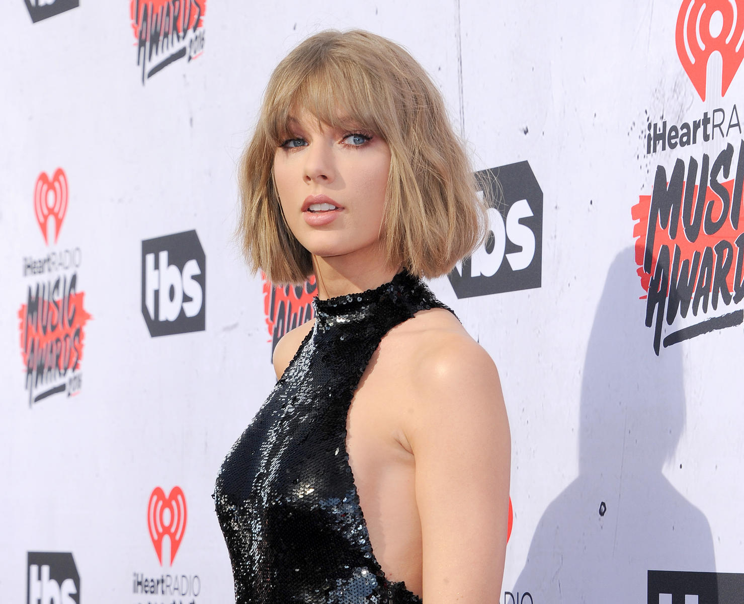 Taylor Swift Short Hair Bangs iHeart Music Awards