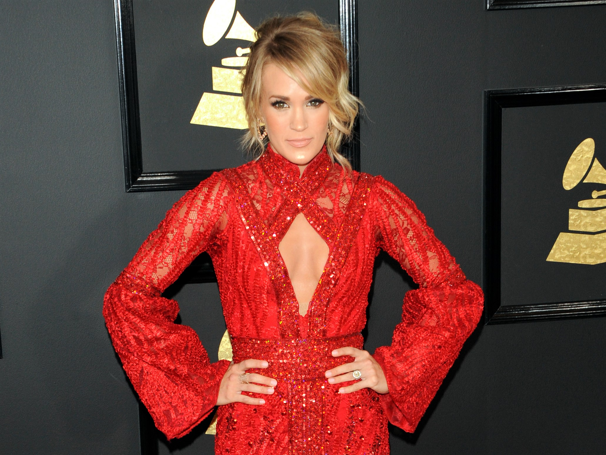 Carrie Underwood Red Dress Grammy's 2017