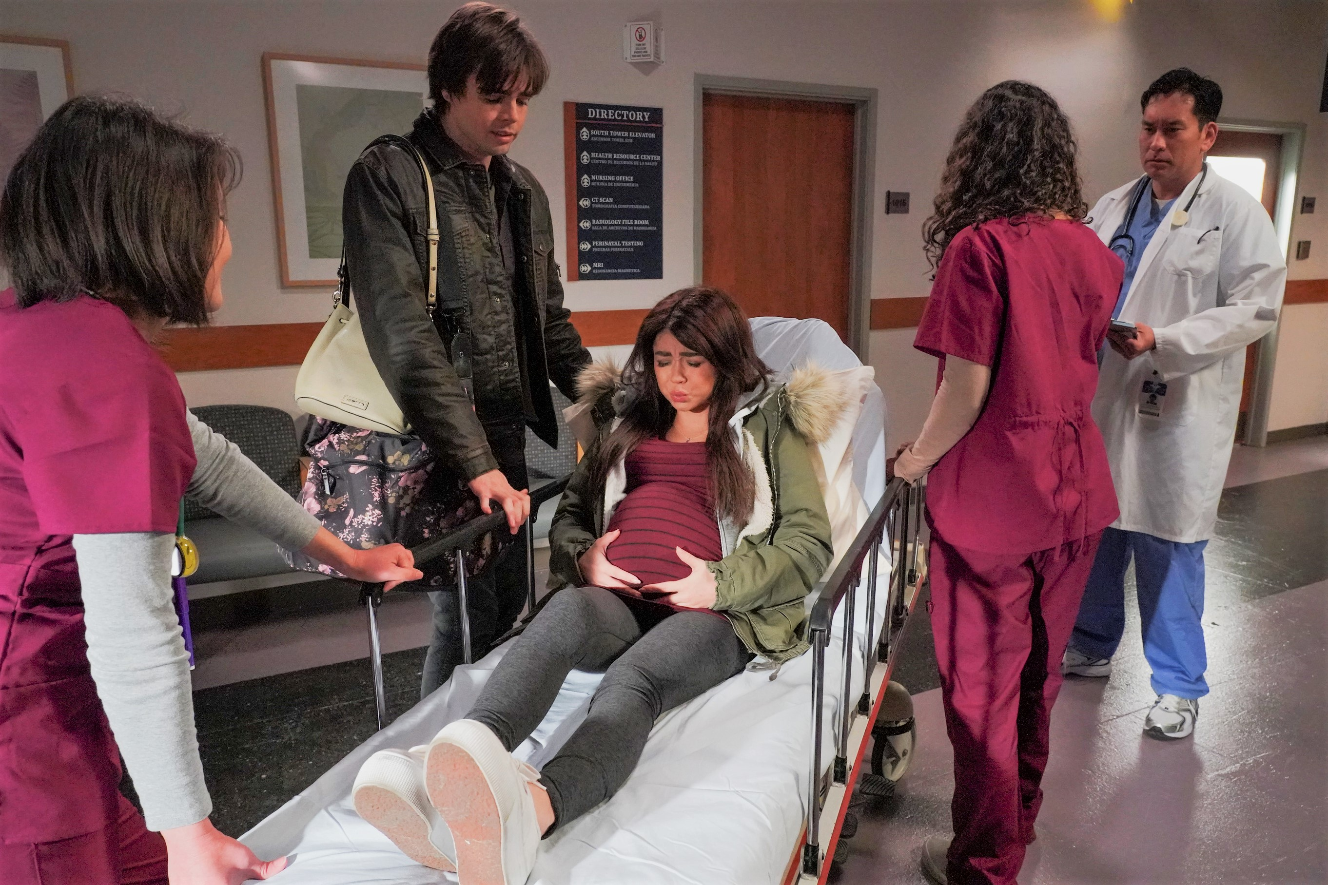 Sarah Hyland and Reid Ewing Modern Family Scene Haley Pregnant