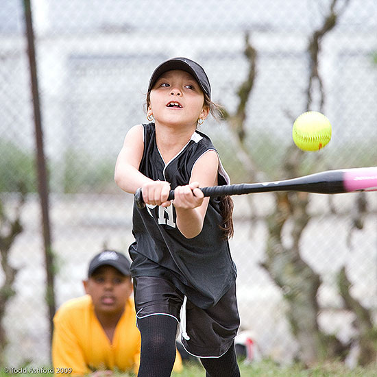 Girl playing baseball – Good Sports
