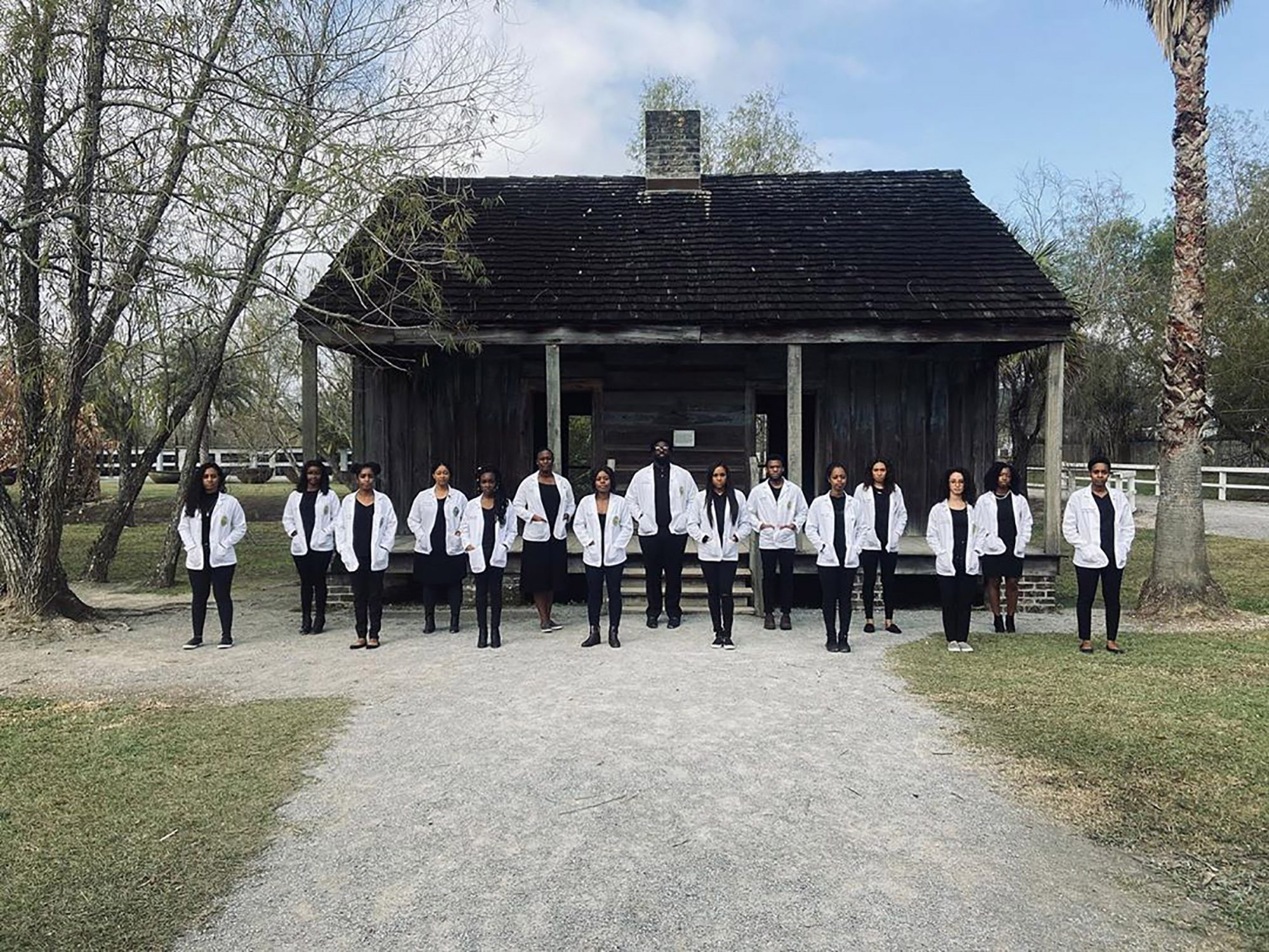 students at slave plantation
