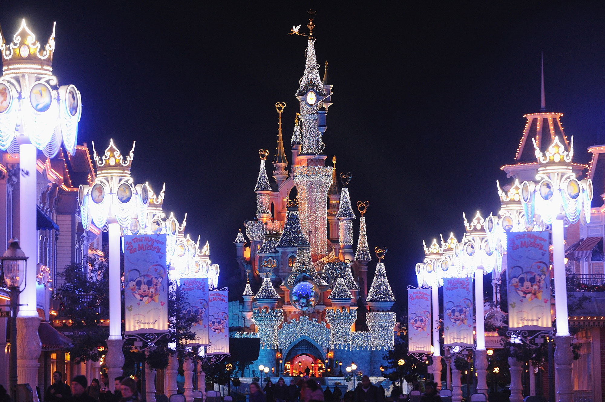 Get a First Look at the New Frozen Land Coming to Disneyland Paris in 2023