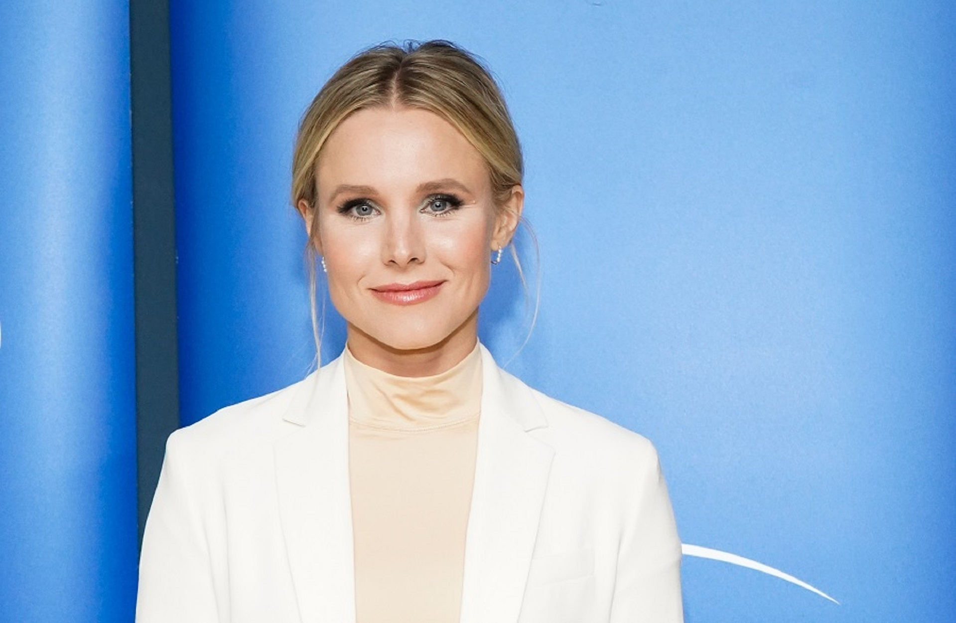 Kristen Bell with blue background