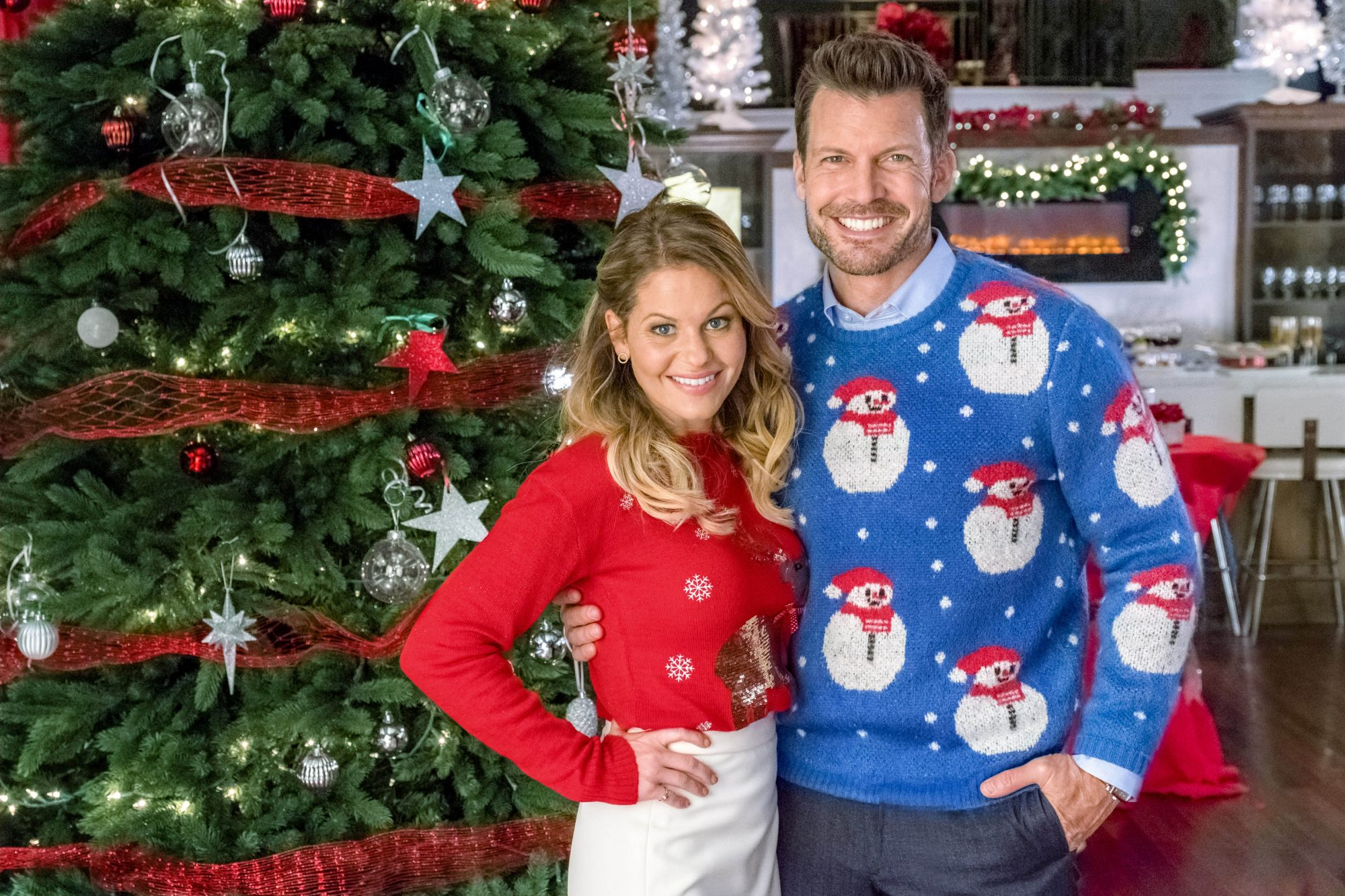 Candace Cameron Bure in front of Christmas tree