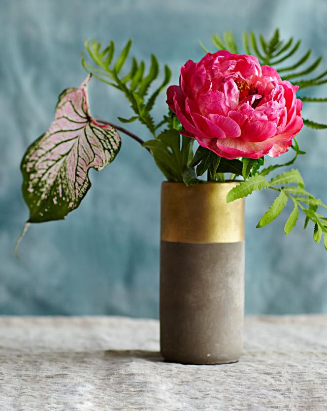 Bare minimalist flower arrangement