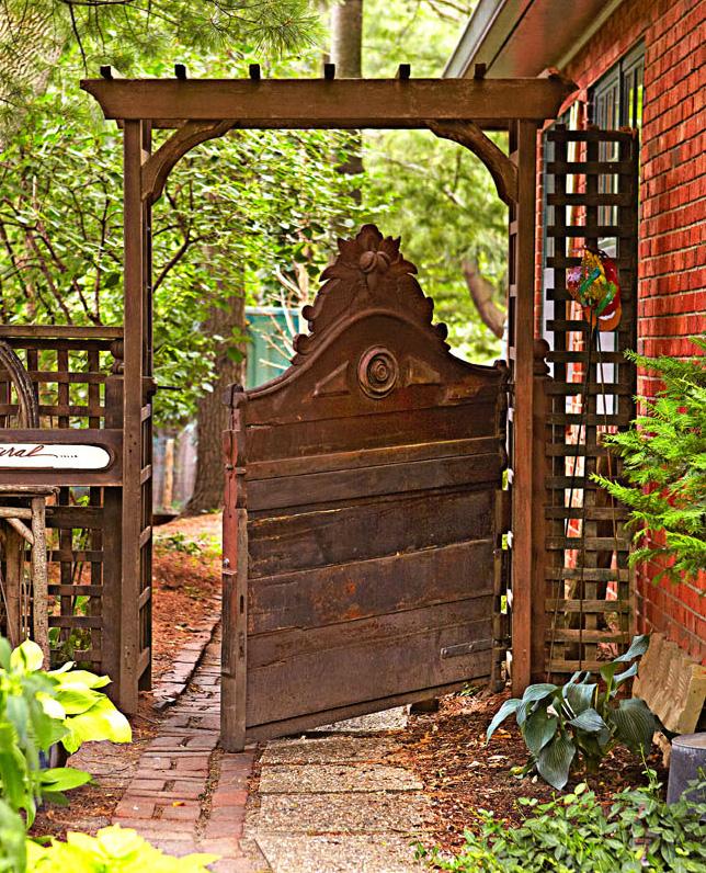 Headboard gate