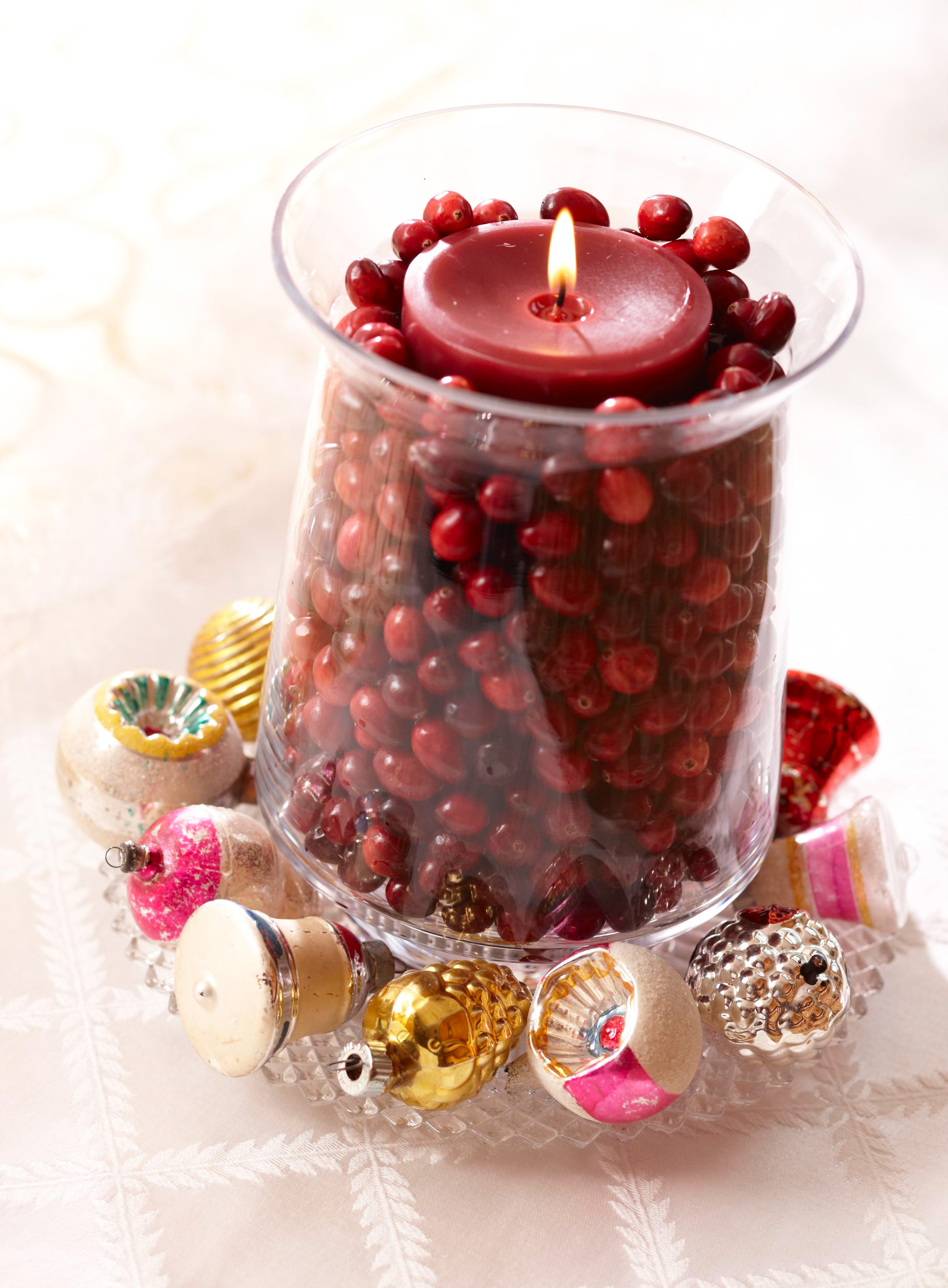 Christmas centerpiece ideas: cranberry candle