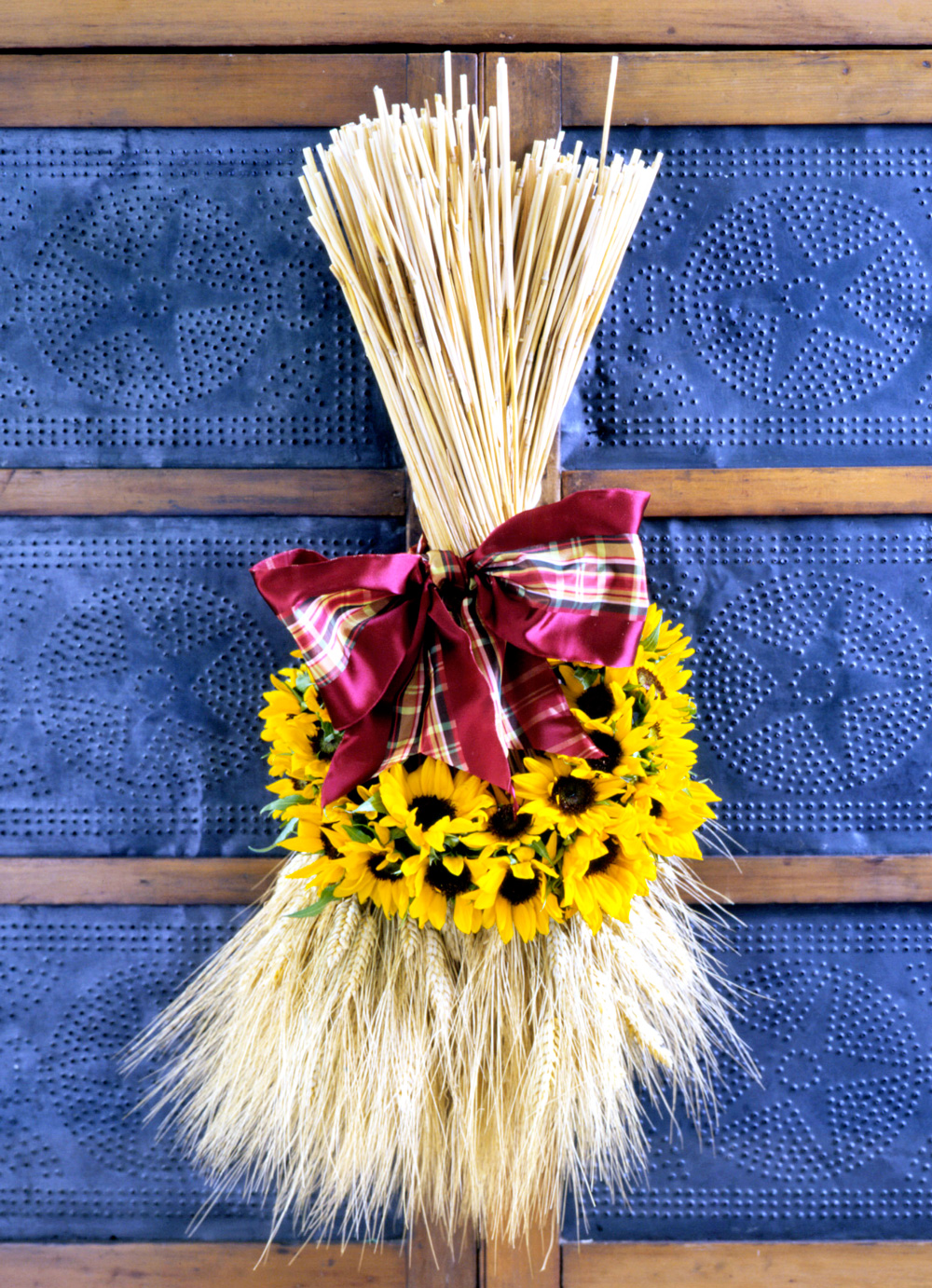 Wheat and flowers decor