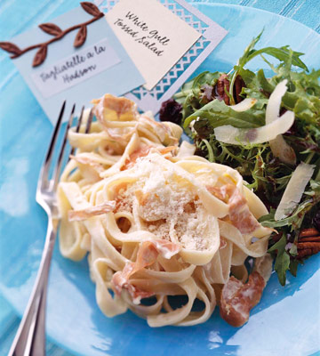 Lemony pasta with salad