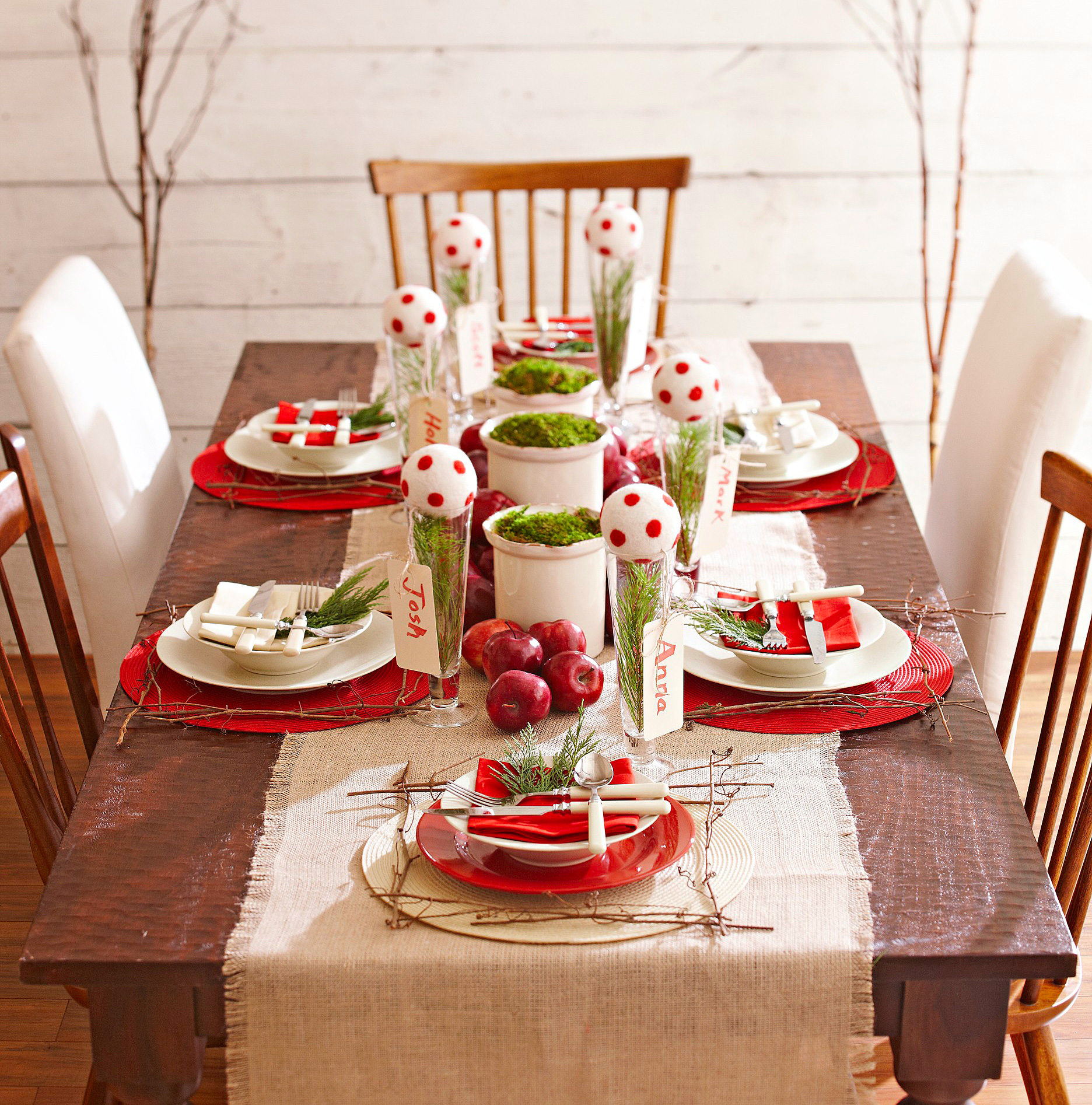 Red and green table setting