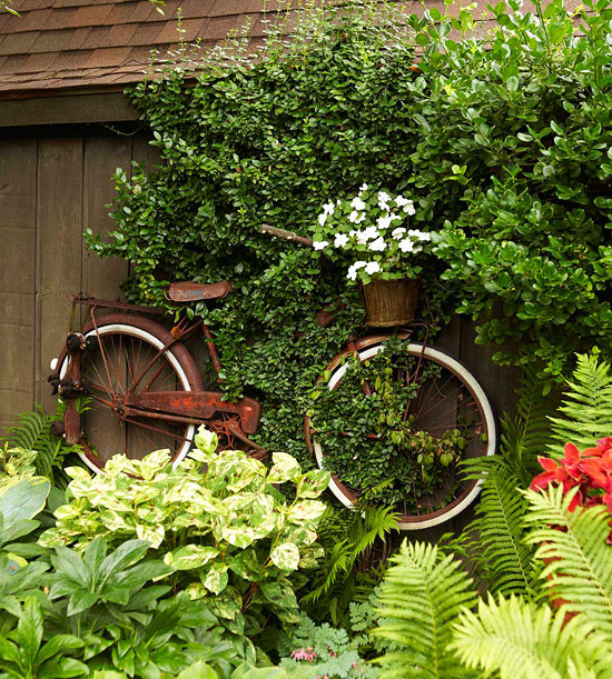 Garden tour: Hanging bike