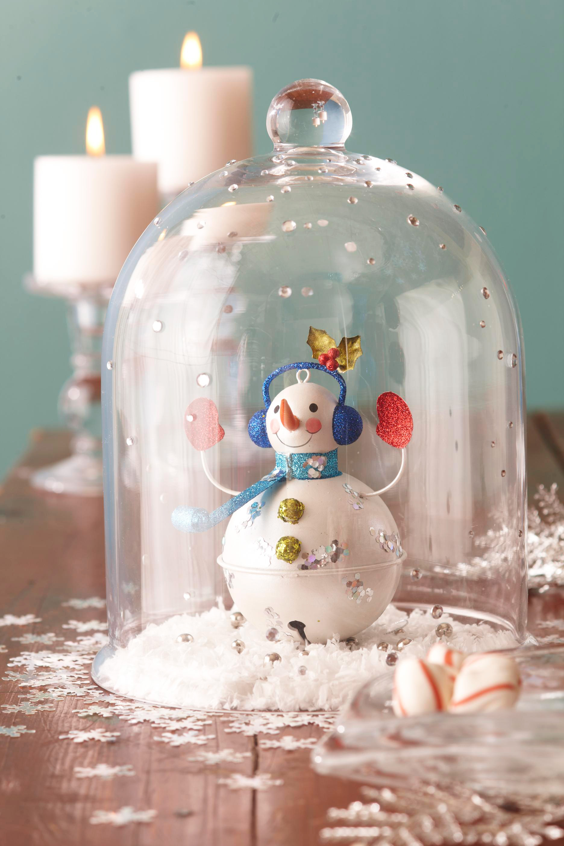 Christmas centerpiece ideas: snow globe cloche