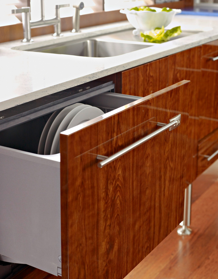 Easy-to-reach dishwasher drawers