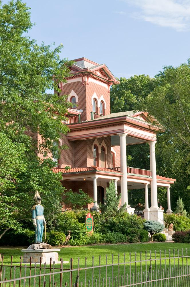 Fort Scott, Kansas: Lyons Twin Mansions