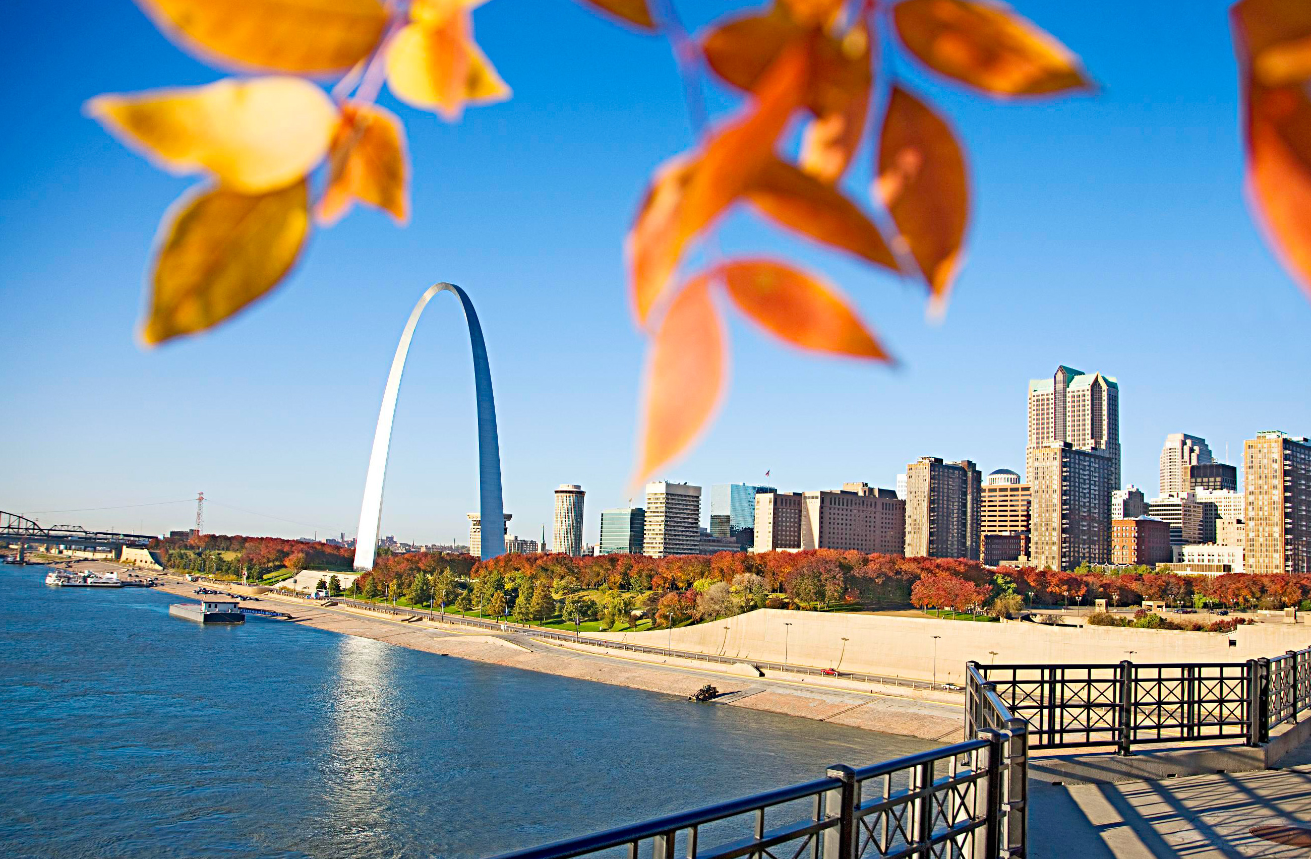 Lines at the Gateway Arch are shorter in fall.
