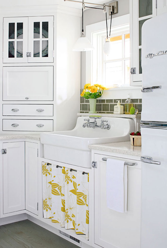 Modern kitchen skirt