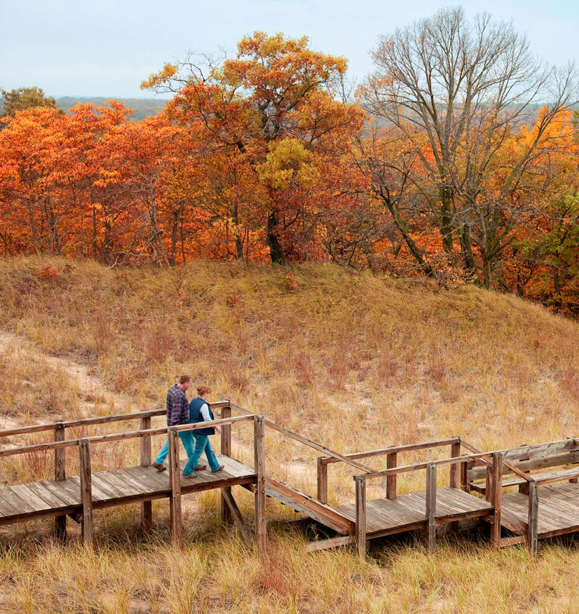 The 3 Dunes Challenge Trail blends boardwalks and sandy paths.