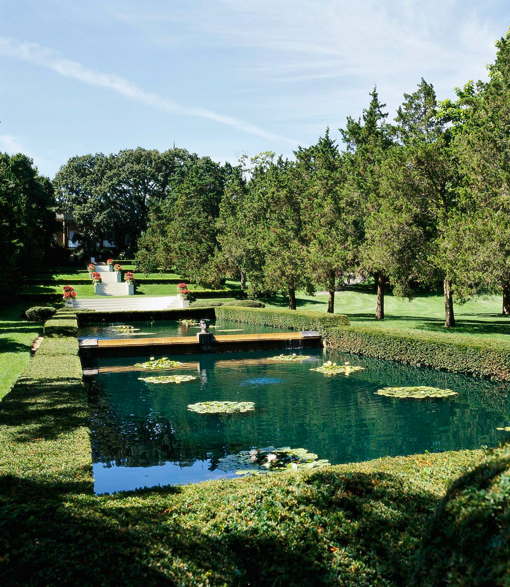 A picnic and a tour in Cantigny Park