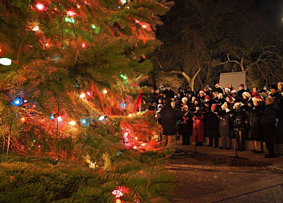 Christmas Lights Milwaukee.Milwaukee Holiday Revival Midwest Living