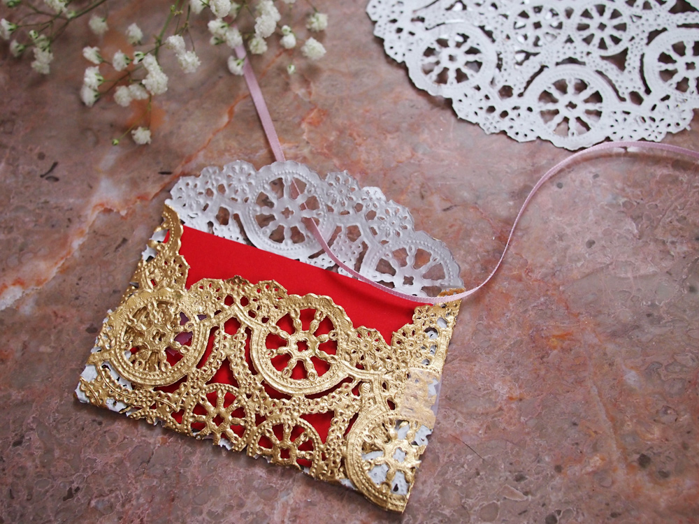 DIY-Lace-Doily-Envelope
