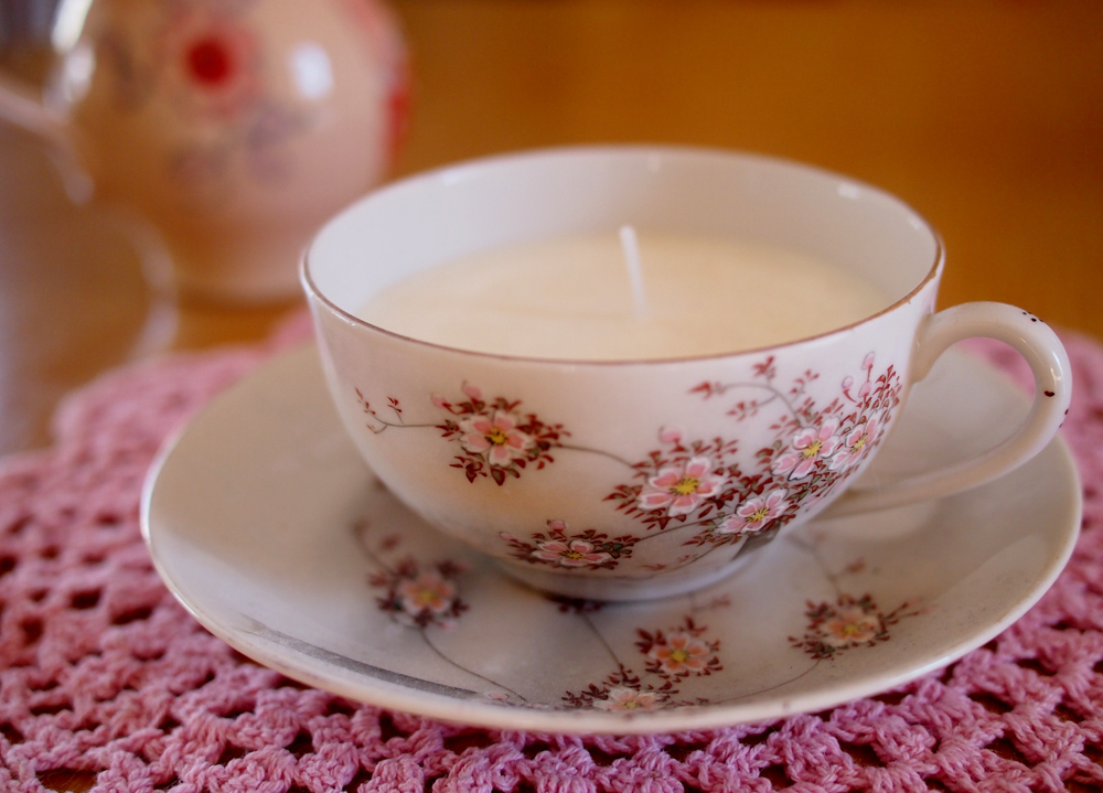 Teacup-candle-and-doily