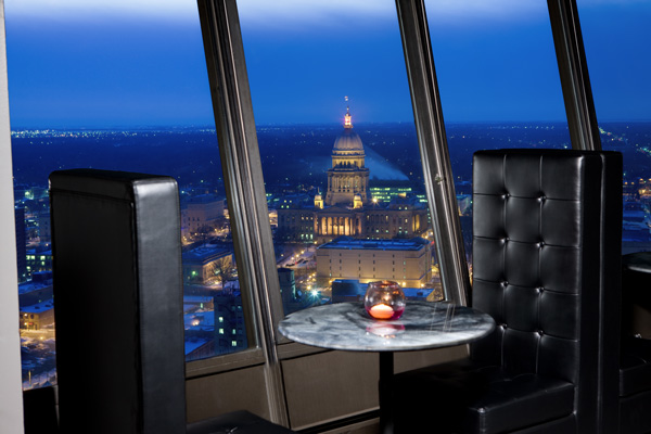 Pinnacle Club Lounge