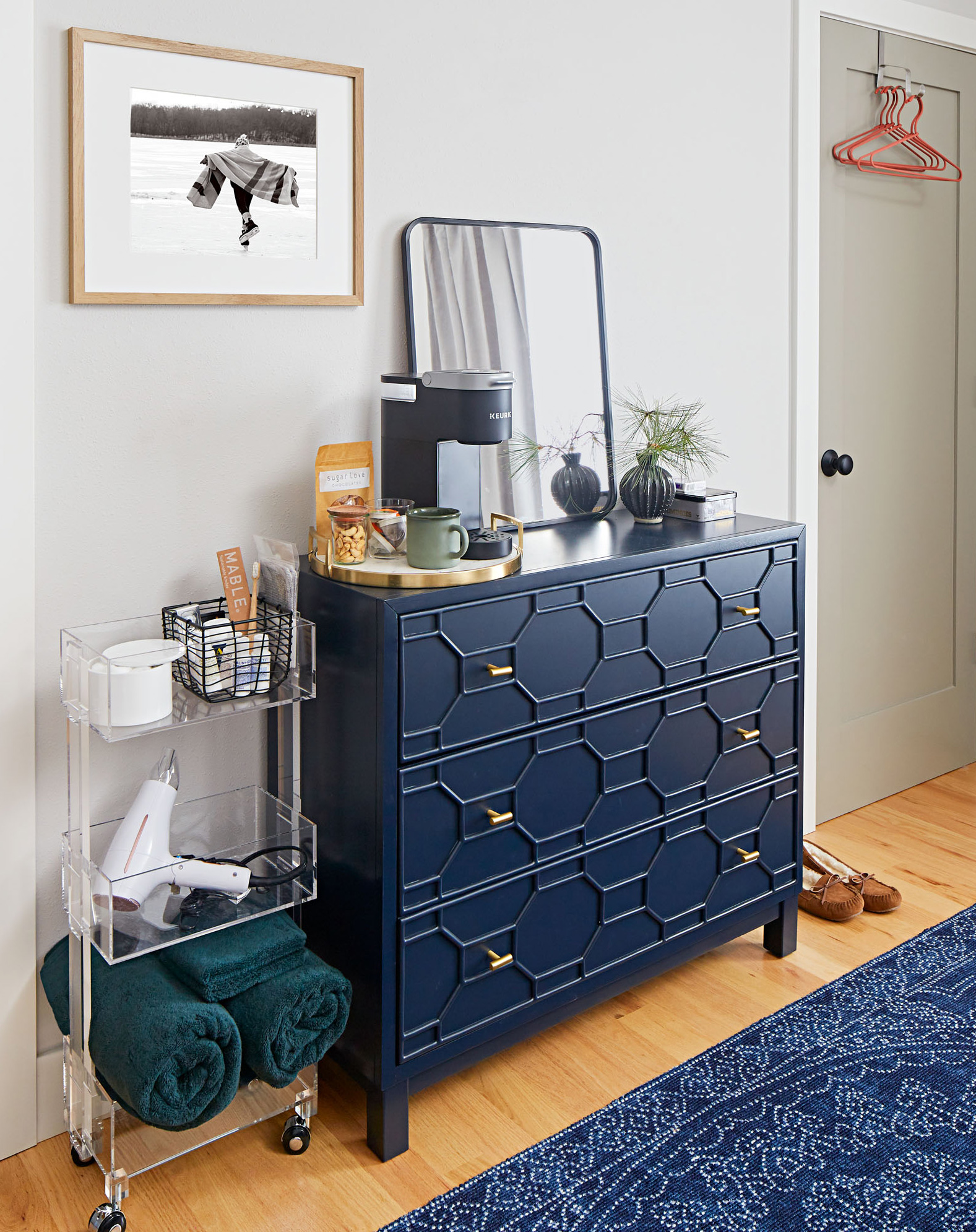 Clear surface: Avoid starkness, but leave an empty area for unpacking personal items like a wallet or makeup.