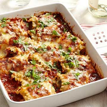 Cheesy Pesto-Meatball Lasagna Rolls