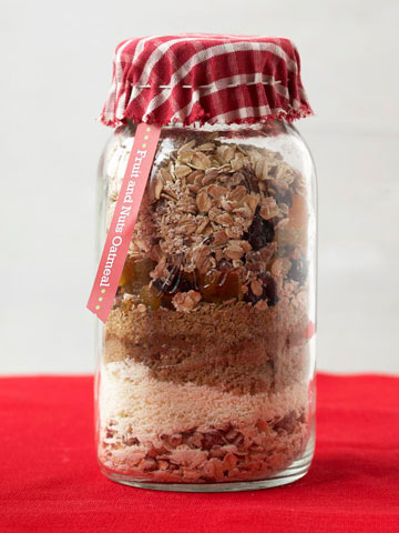 Gift in a Jar: Fruit and Nuts Oatmeal