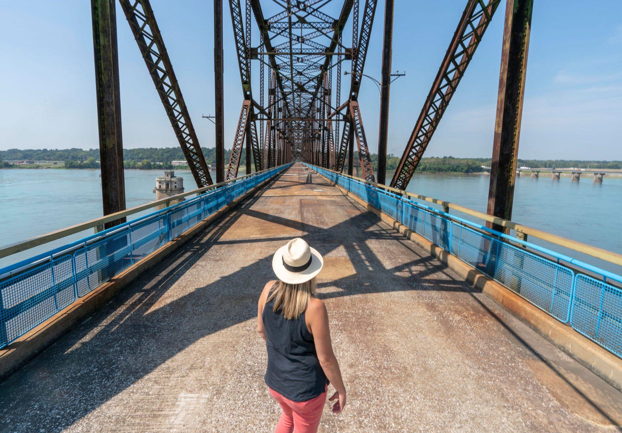 Old Chain of Rocks Bridge, Chouteau island